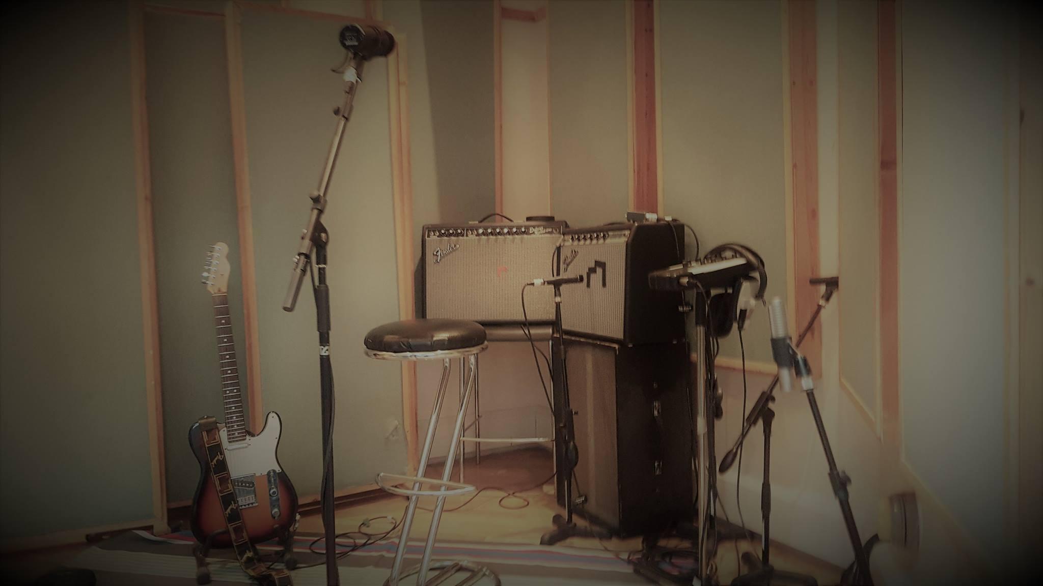 miloco-studios-pool-guide-vocal-booth