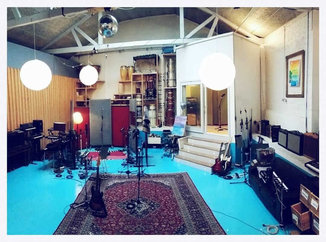 miloco-studios-pool-wide-shot-2